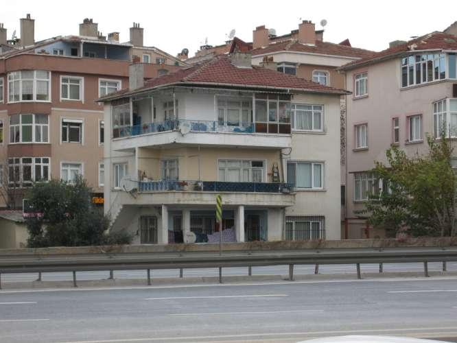 Cadde üzerinde 3 katlı Müstakil BİNA
