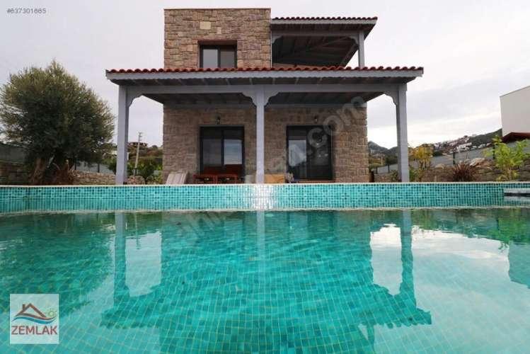 Yalıkavak`ta satılık 500m2 Bahçeli Havuzlu 4+1 villa