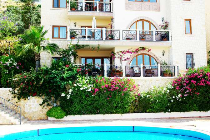 BEAUTIFUL GROUND FLOOR APARTMENT WITH MAGNIFICENT SEA VIEW