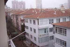 Hoşdere Cadde üzerinde 3.ncü katta arka cephede 3+1 115m2 bakımlı tertemiz daire